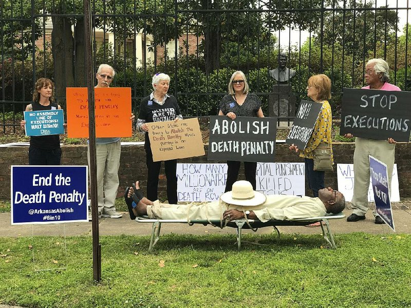 Ethics case dropped against Arkansas judge over execution protest